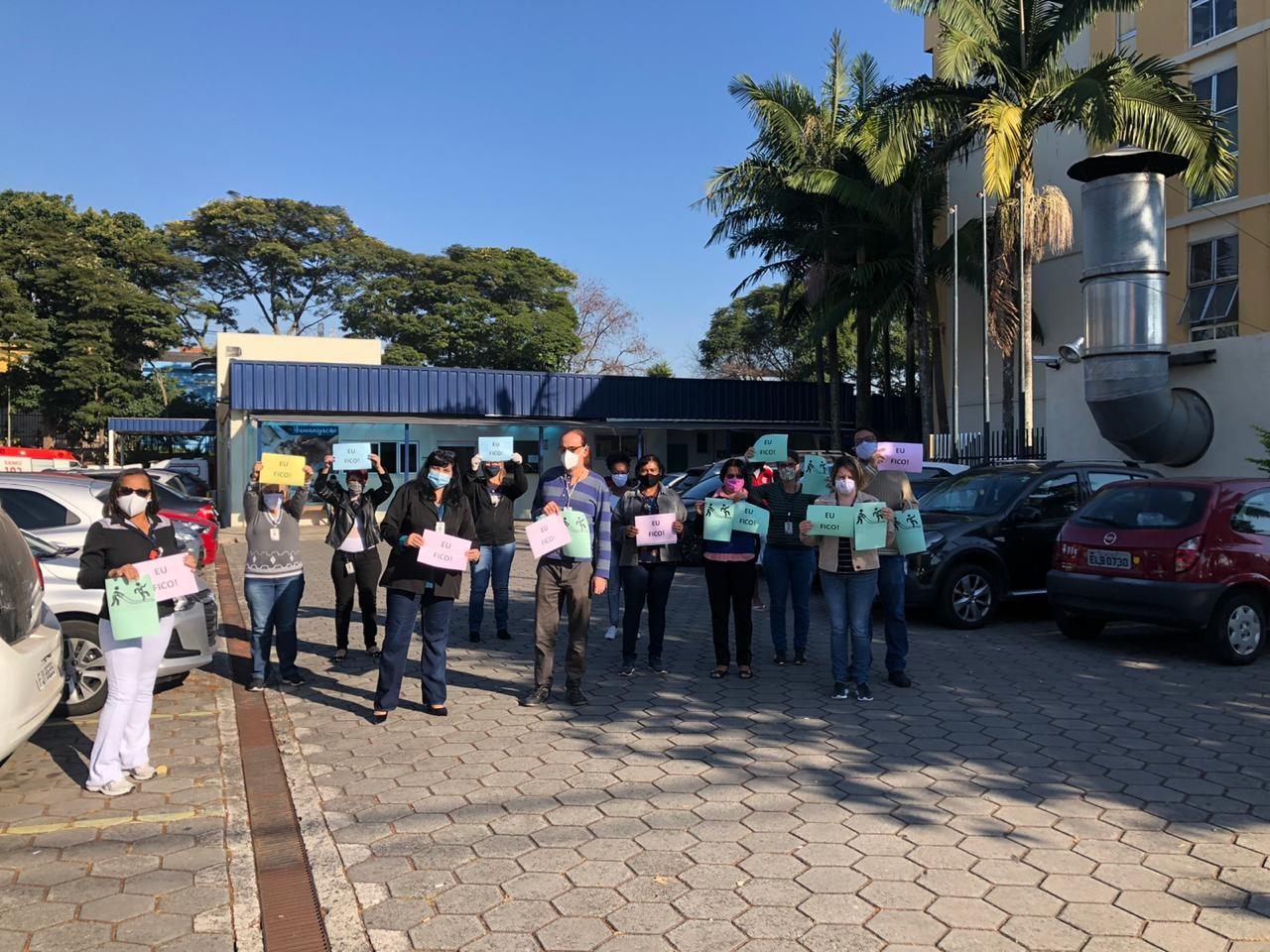 Funcionários fazem ato contra fim de serviços médicos gerais em hospital da Zona Leste de SP, que se tornou exclusivo para Covid-19