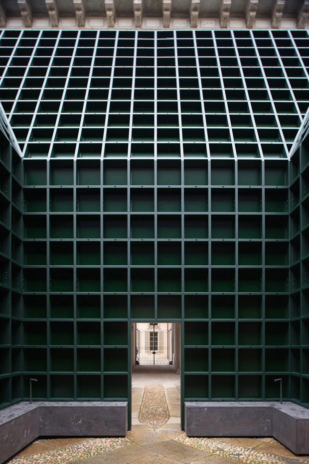 """Instalação em Milão usa espelhos para criar uma """"caixa mágica"""" (Foto: Divulgação)"""