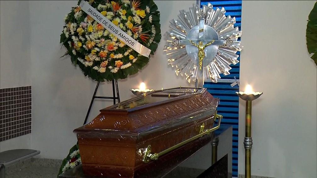 Corpo da PM  Juliane dos Santos Duarte é velado em cemitério de São Bernardo do Campo (Foto: Reprodução TV Globo)
