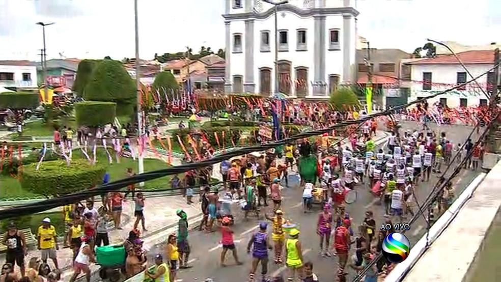 Carnaval em Neópolis tem frevo, blocos de rua e tradicional 'mela-mela' — Foto: Reprodução/TV Sergipe