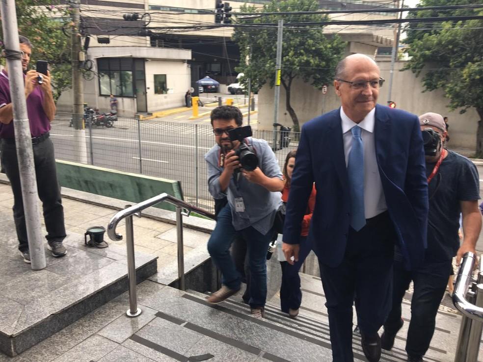 Geraldo Alckmin chega à sede da PF em SP para prestar depoimento, em abril de 2019 — Foto: Gabriela Gonçalves/G1
