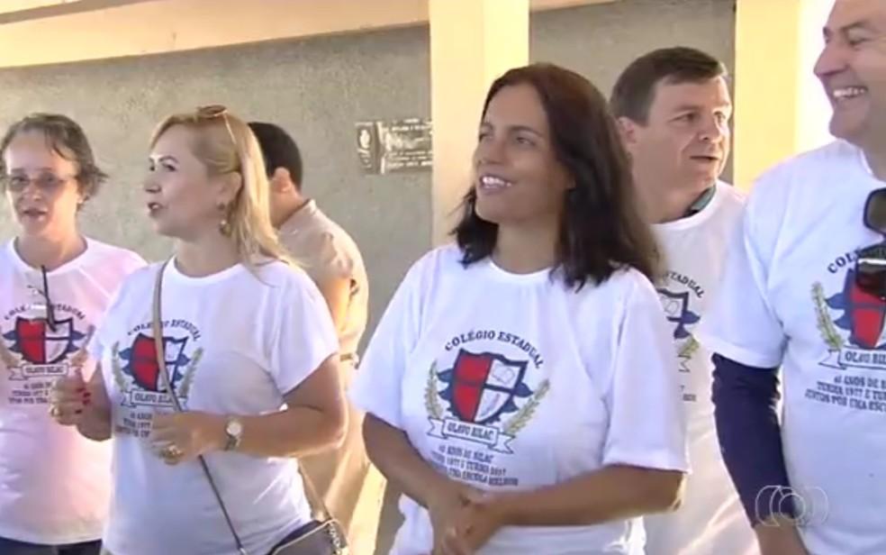 Iniciativa começou quando ex-aluna precisou buscar documentos na escola, em Goiânia (Foto: TV Anhanguera/Reprodução)