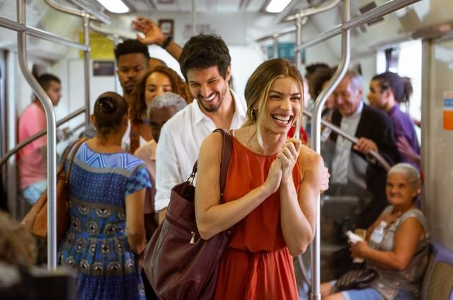 Elenco grava 'Bom sucesso' no trem (Foto: Fabiano Battaglin / Gshow )
