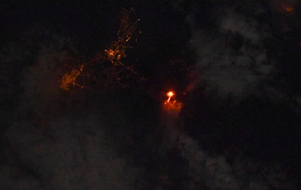 Astronauta francês fotografou a erupção do vulcão nas Ilhas Canárias direto da Estação Espacial Internacional em 22 de setembro de 2021 — Foto: Reprodução/Twitter/Thomas Pesquet