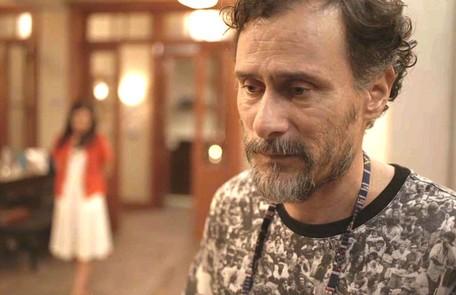 No sábado (29), Durval (Enrique Diaz) confirmará a Danilo que ele foi adotado  Reprodução