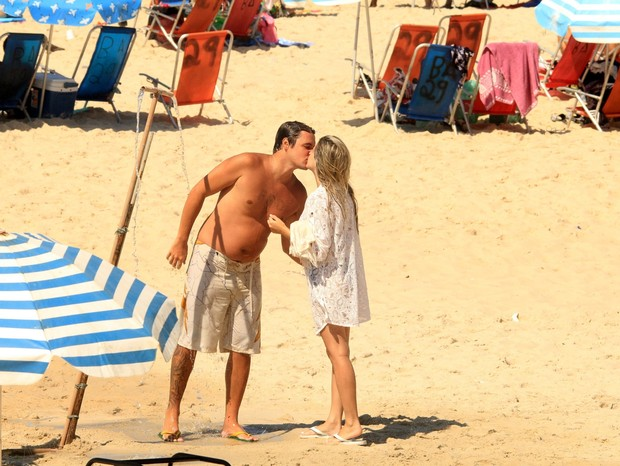 Felipe Dylon beija muito (Foto: JC Pereira / AgNews)