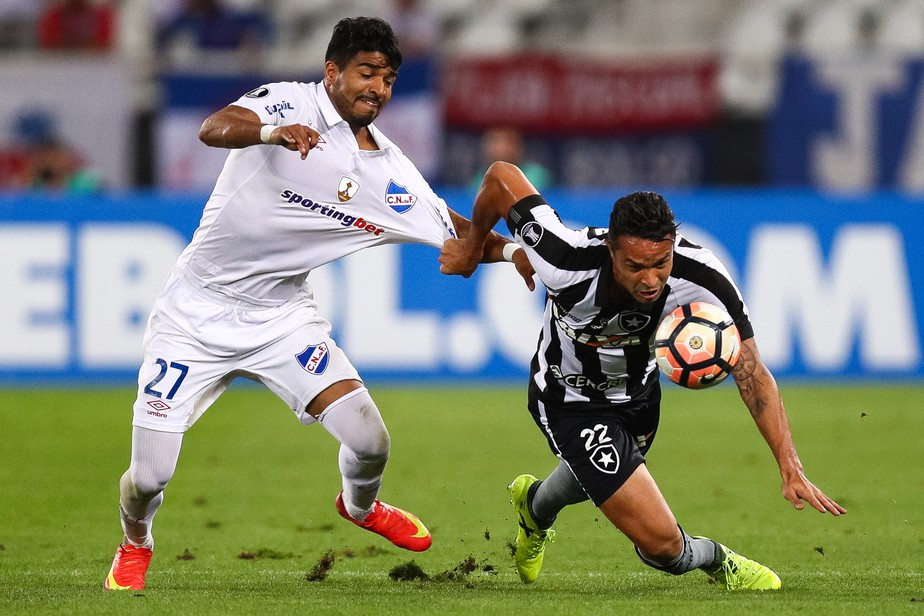 Esquentou! Udinese aceita proposta, e Botafogo encaminha acerto com Aguirre