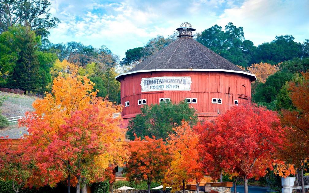 O Round Barn, construído em 1899 e ponto turístico de Santa Rosa, Califórnia (Foto: Reprodução/Facebook/ Fountaingrove Inn)