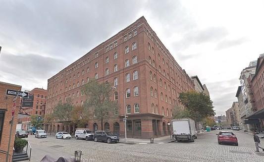 O prédio de um dos apartamentos de Lewis Hamilton em Nova York, localizado a um quarteiro do novo imóvel (Foto: Google Maps)