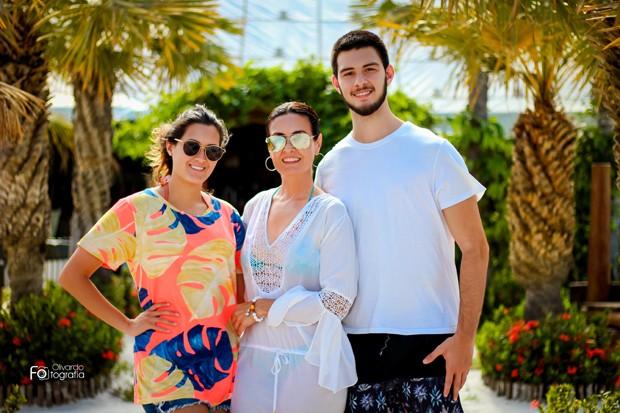Fátima Bernardes com Bia Bonemer e Vinícius Bonemer (Foto: Olivardo Vasconcelos/Divulgação)