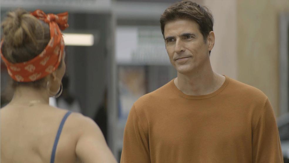 Em 'A Dona do Pedaço', Régis (Reynaldo Gianecchini) surpreende Maria da Paz (Juliana Paes) com proposta — Foto: TV Globo