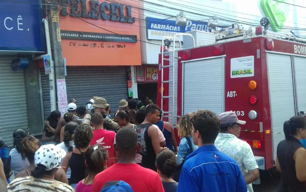 Incêndio em farmácia em Camaçari — Foto: Patrícia Mansur