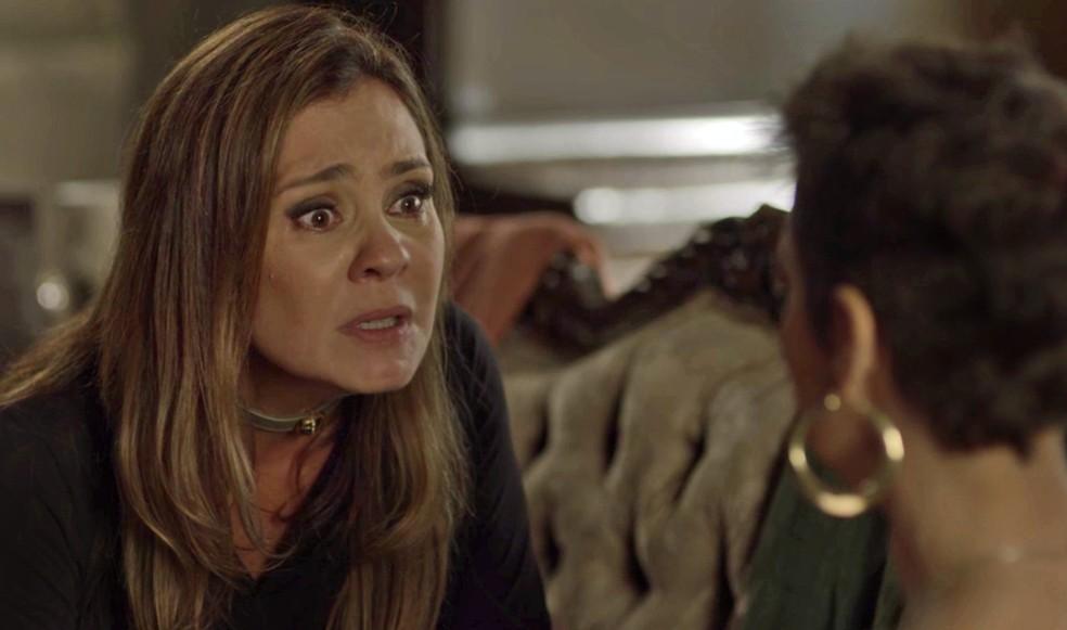 Lau promete dar o troco em quem fez Karola sofrer — Foto: TV Globo