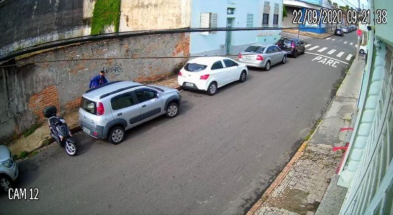 Carro é furtado durante o dia na região central de Campinas; VÍDEO