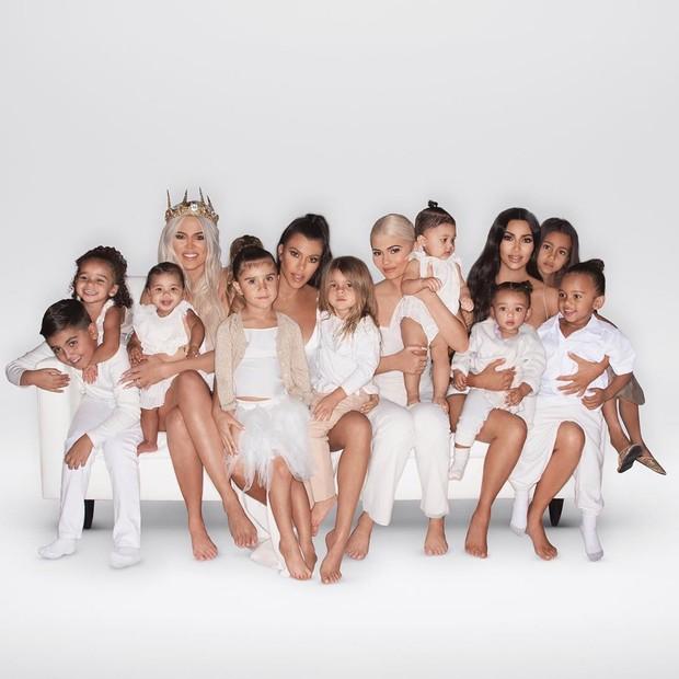 Clã Kardashian-Jenner reunido (Foto: Divulgação)