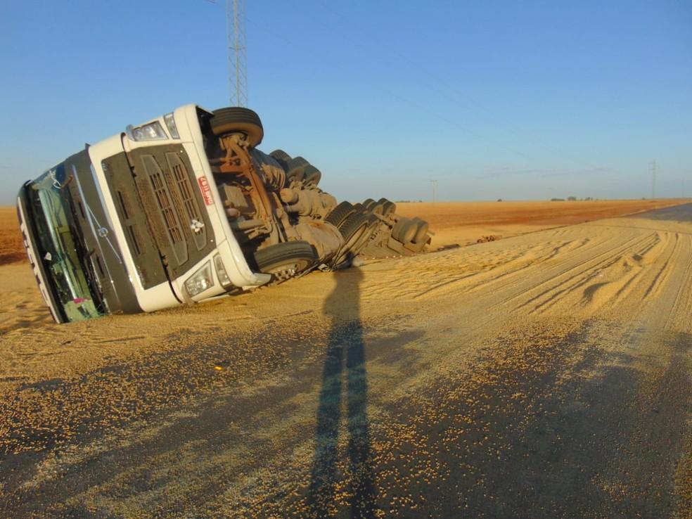 Acidente aconteceu na manhã desta sexta-feira (20) — Foto: Blogbraga/Repórter Marlon