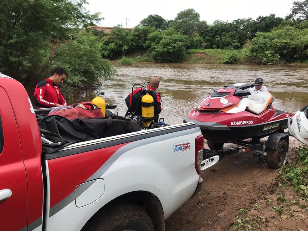 Equipes do Corpo de Bombeiros em Tucano para buscas de homem que desapareceu em rio da cidade — Foto: Divulgação/Corpo de Bombeiros Militares