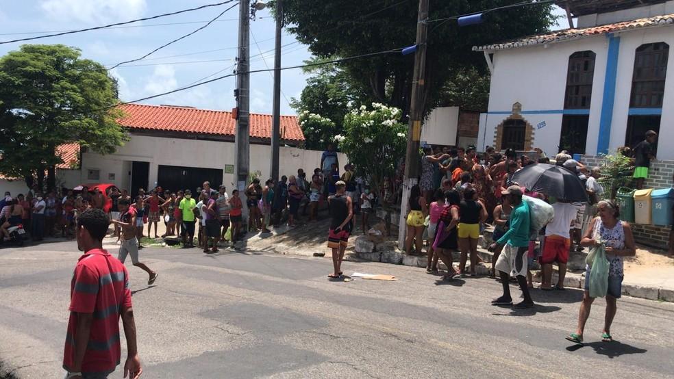 Aglomerações foram registradas em todos os pontos de distribuição — Foto: Kleber Teixeira/Inter TV Cabugi