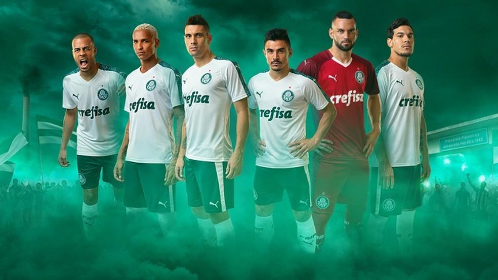 A camisa número 2 do Palmeiras mantém a cor branca — Foto: Reprodução / Palmeiras.com.br