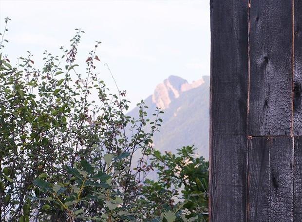 A paisagem montanhosa ao redor é deslumbrante (Foto: Designboom/ Reprodução)