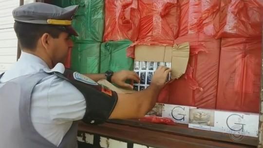 Motorista é preso transportando centenas de caixas de cigarro contrabandeado em Iaras