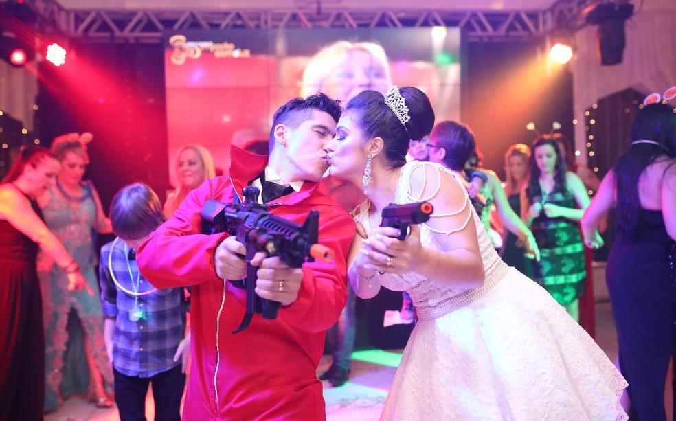 Para o casal, cena foi um sonho realizado, que animou os convidados (Foto: Charles Produções)