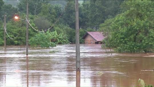 Número de pessoas atingidas por chuva no Paraná sobe para 96,5 mil
