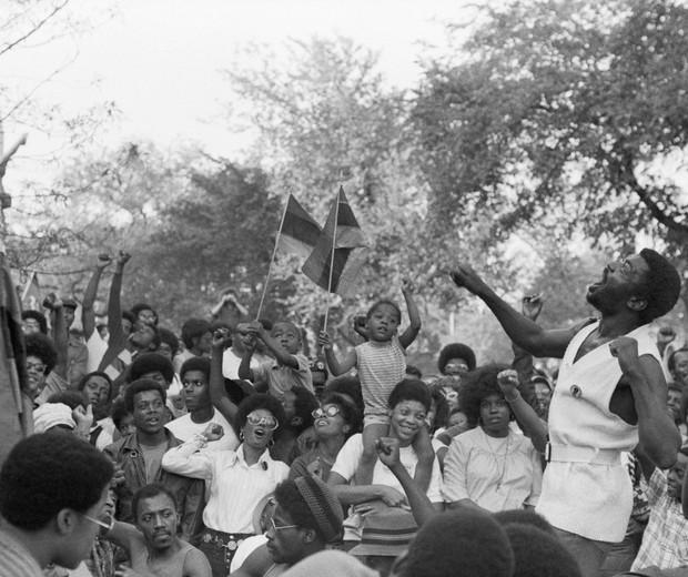 Militantes reunidos durante a Convenção Constitucional Revolucionária organizada pelo Black Panthers, na Filadélfia, em 1970 (Foto: Getty Images)