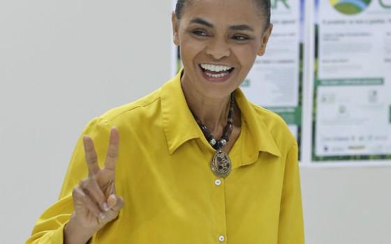 A candidata Marina Silva (PSB) vota em Rio Branco (Foto: Andre Penner/AP)