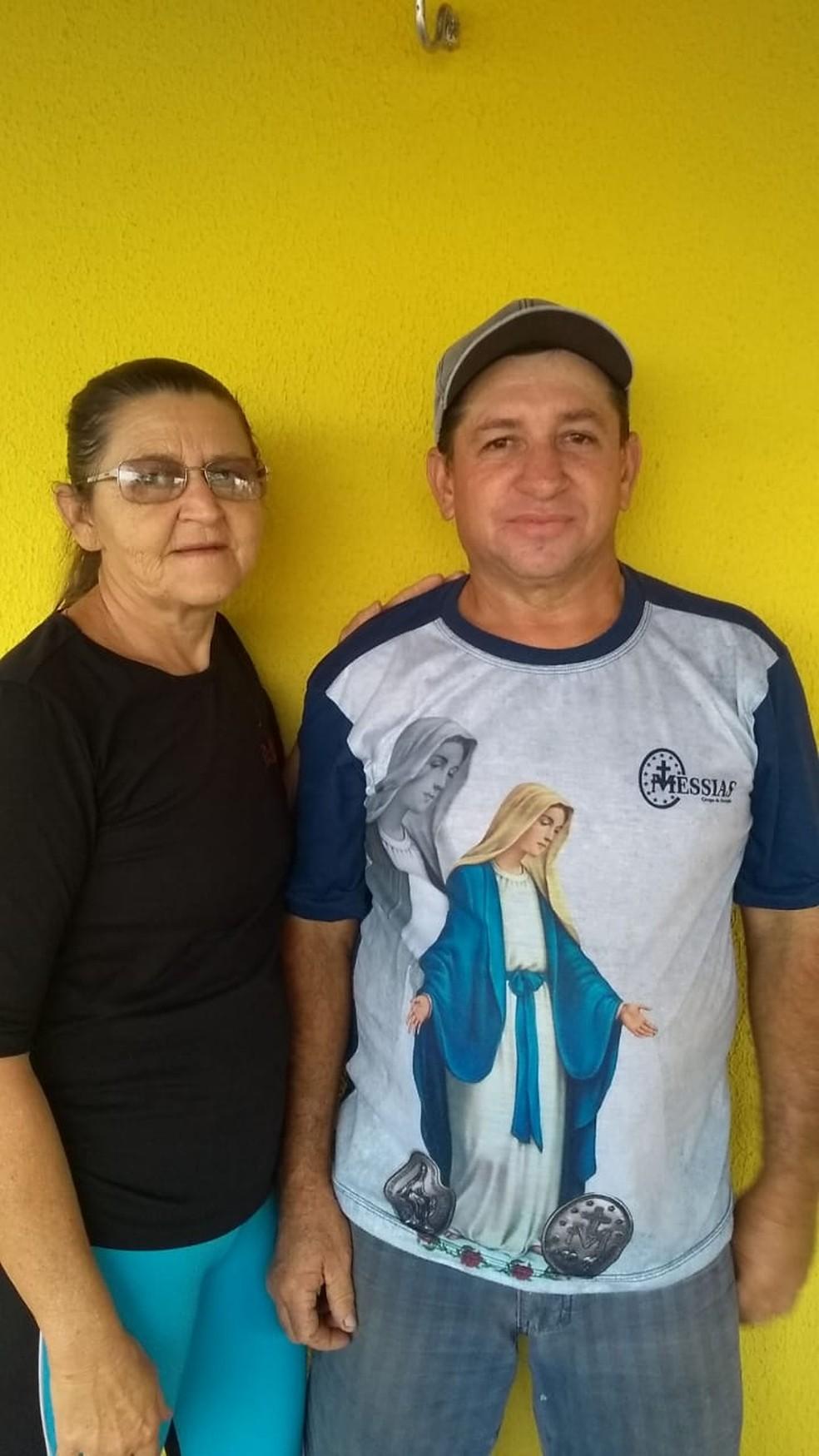 Antonia Raimunda Vieira de Paula e Antonio Vieira de Paula viram a renda dobrar com o pagamento do Auxílio — Foto: Arquivo pessoal
