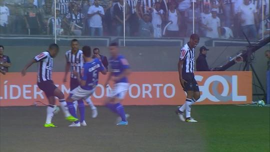 Léo Silva é cortado de jogo da Libertadores, e Roger terá de escalar dupla jovem