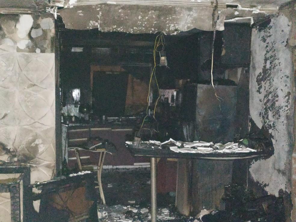 Interior de casa consumida pela fogo em Cabo Frio — Foto: Divulgação/Defesa Civil