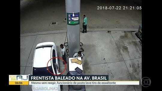 VÍDEO: Frentista é baleado à queima-roupa em assalto no Rio