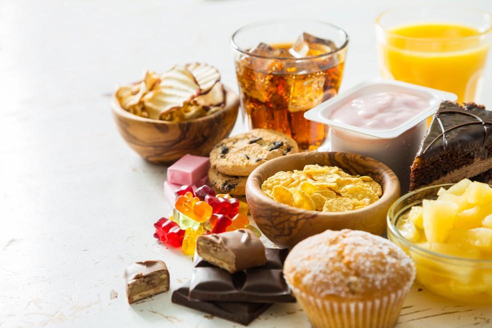 Aproveite a quarentena para escolher alimentos mais saudáveis para o dia a dia do seu filho, excluindo os industrializados ricos em sódio, açúcar e gordura — Foto: Istock