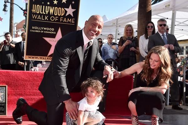 O ator Dwayne The Rock Johnson com a namorada e a filha dos dois (Foto: Getty Images)