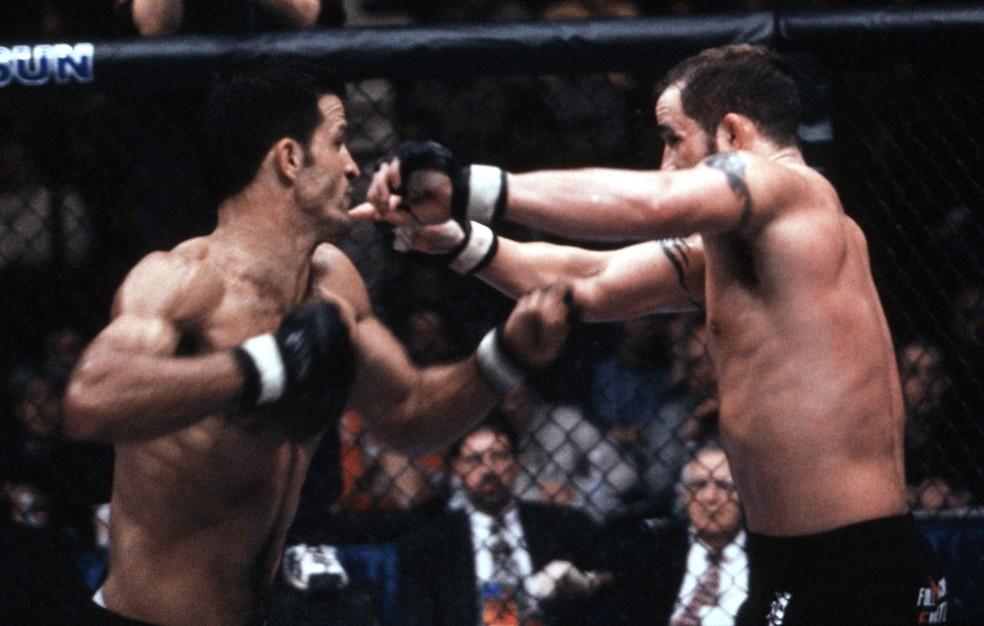 Murilo Bustamante nocauteou Dave Menne para se tornar campeão peso-médio do UFC — Foto: Getty Images