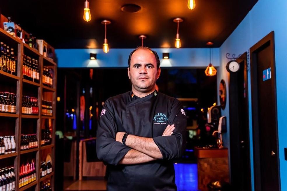 Gabriel Rocha, de 38 anos, é dono de um bar e restaurante — Foto: Arquivo pessoal
