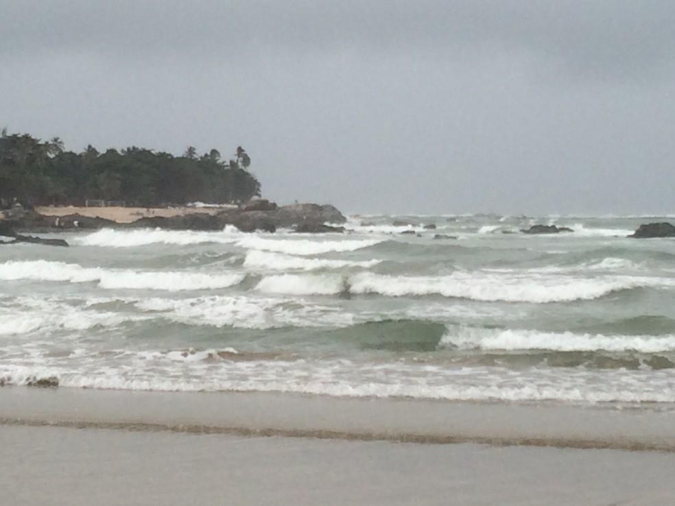 Há previsão de ondas de até 4 metros no litoral da Bahia neste fim de semana (Foto: Eduardo Barbosa/TV Bahia)