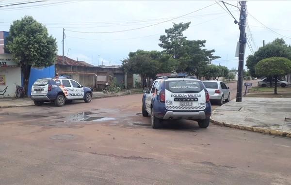 Dono de oficina tem local de trabalho invadido por três homens e é baleado em MT