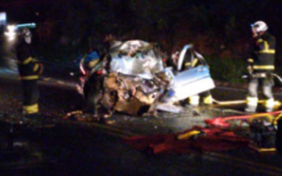 Motorista morre após batida entre micro-ônibus e carro em rodovia na BA — Foto: Blog do Anderson