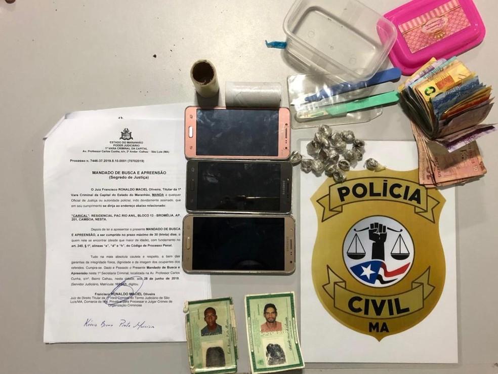Polícia apreendeu celulares, dinheiro e drogas prontas para a venda. — Foto: Divulgação/Polícia Civil