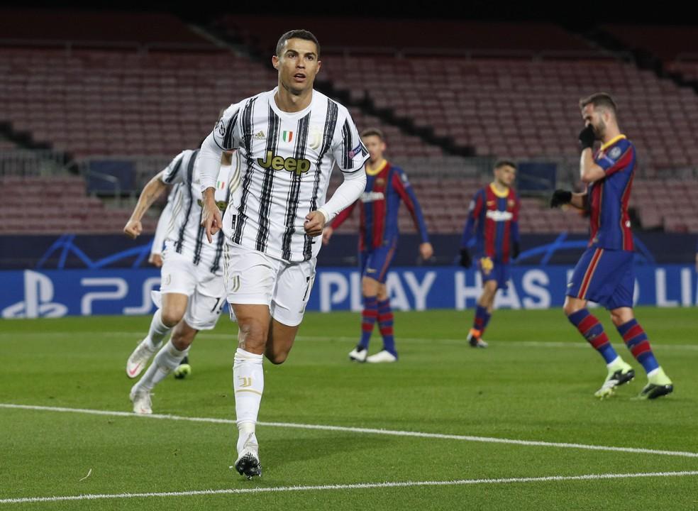 Cristiano Ronaldo comemora gol da Juventus sobre o Barcelona — Foto: Reuters