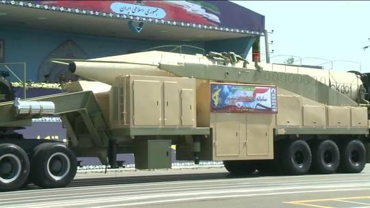 Irã desafia EUA e testa novo míssil