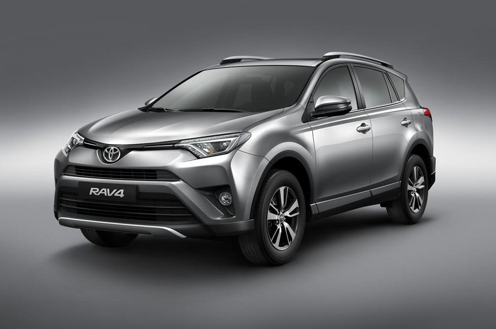 Toyota RAV4 vendido no Brasil está uma geração atrás do modelo americano — Foto: Divulgação