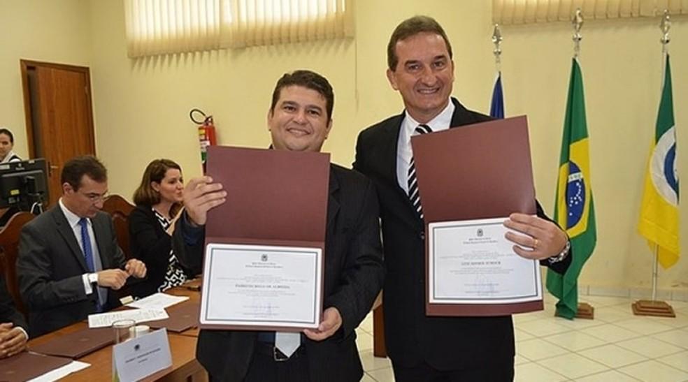 Vice-prefeito, Fabrício Melo de Almeida (PSD), e prefeito de Rolim de Moura, Luiz Ademir Schock (PSDB). — Foto: Divulgação/Prefeitura de Rolim de Moura