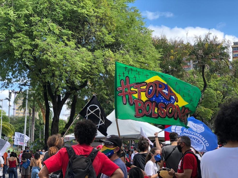 Manifestação contra Bolsonaro é registrada em João Pessoa — Foto: Deyse Ponciano/TV Cabo Branco