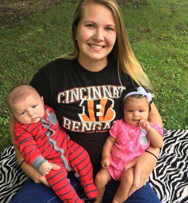 Trina com sua filha e o bebê de Lisa, Titus (Foto: Reprodução Facebook)