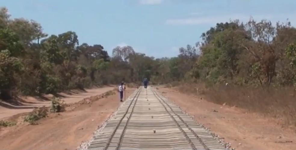 Militares do Exército trabalharão nas obras da ferrovia que liga região leste à oeste da Bahia — Foto: Reprodução/TV Bahia
