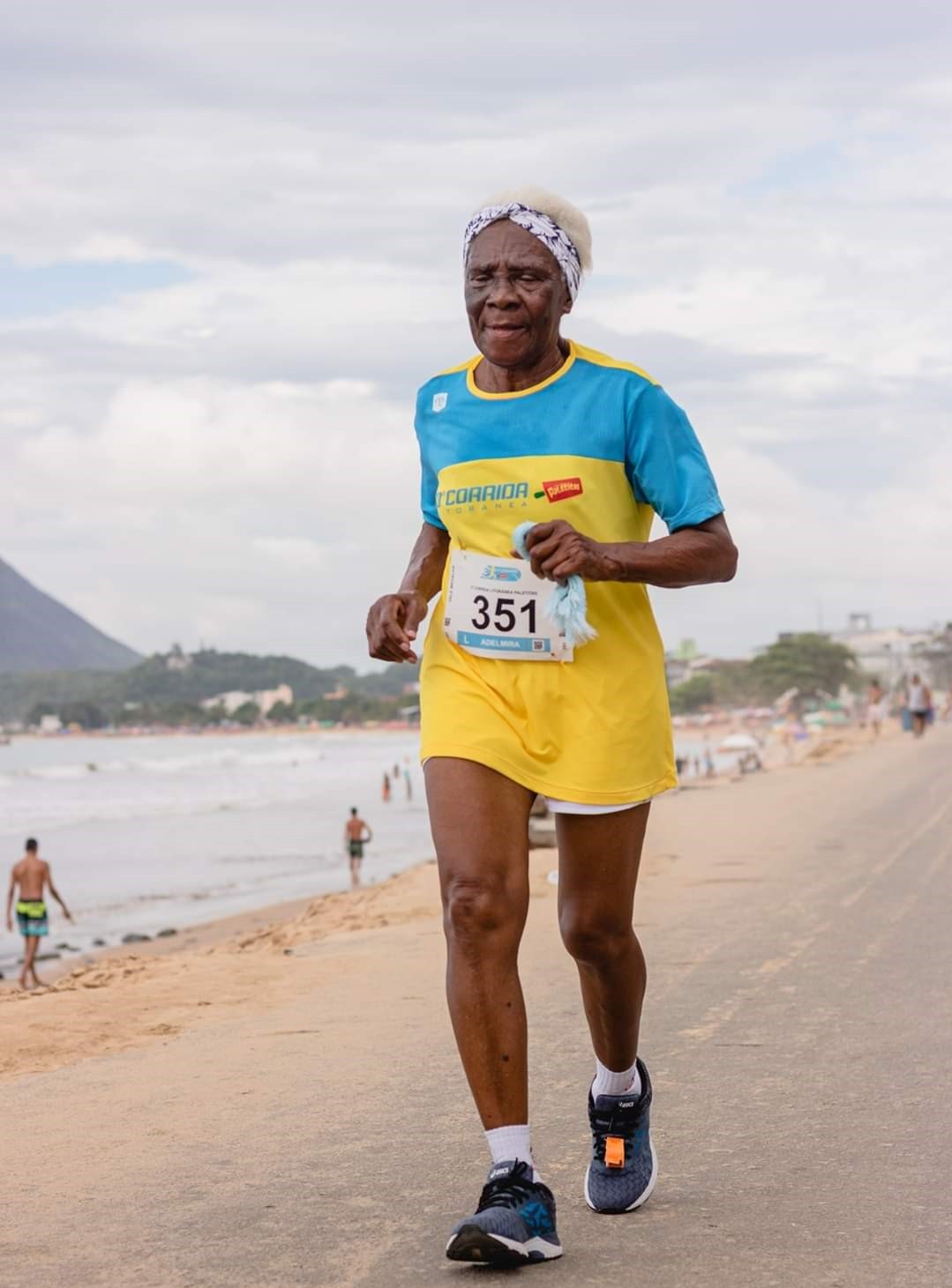 Idosa capixaba de 94 anos corre três vezes por semana de 7 a 12 km: 'Na rua, dizem que sou velha maluca e não vou aguentar'
