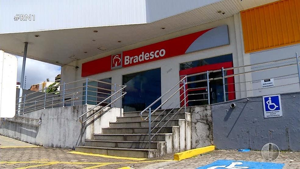 Bandidos roubam armas de vigilantes de agência bancária em Natal  (Foto: Reprodução/Inter TV Cabugi )